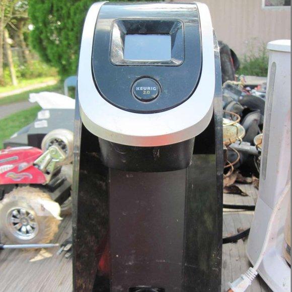 Black Keurig 2.0 Coffee Maker Missing Reservoir